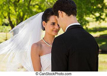 romantikus, newlywed, párosít, álló, dísztér
