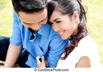 romantikus, young párosít, boldog, együtt