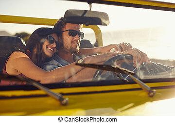 romantikus, young párosít, haladó, képben látható, egy, hosszú, autózás