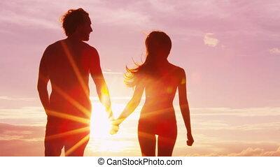 romantique, coucher soleil, mains tenue couple, plage