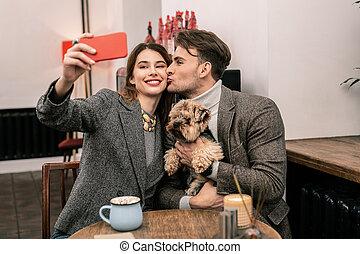 romantique coupler, chien, ensemble, leur, confection, selfie