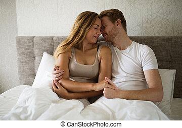 d contract couple lit romantique treindre photographie de stock rechercher des. Black Bedroom Furniture Sets. Home Design Ideas
