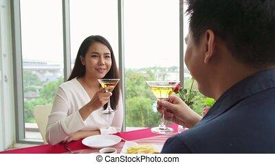 romantique, heureux, manger, couple, restaurant, déjeuner