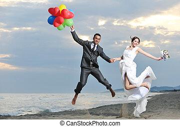 romantique, mariage plage, à, coucher soleil
