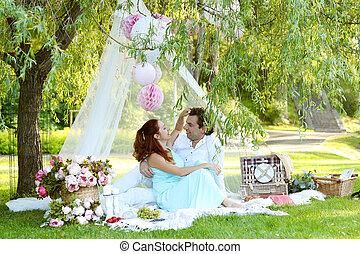 Pique nique romantique coupler ensemble dehors avoir photos de stock rechercher des - Pique nic romantique ...