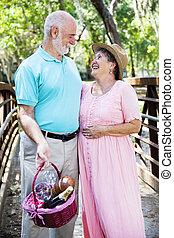 romantische , ältere, mit, picknicken korb