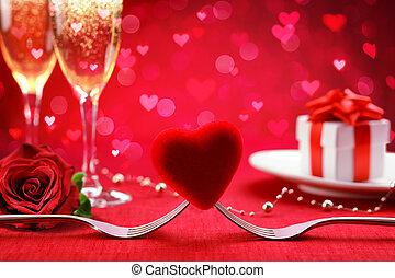 romantisches abendessen, -, gabeln, und, herz, mit, defocused, geschenk, und, champagner, -, valentine?s, tag, hintergrund