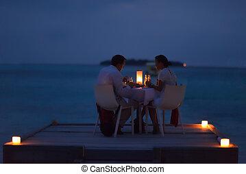 romantisches, haben, draußen, abendessen