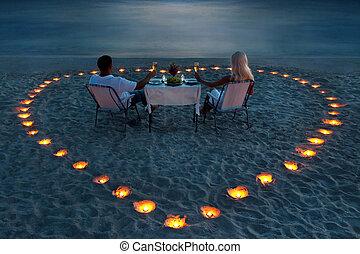 romantisk, par, dela, ung, middag, strand