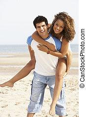 romantyczna para, młody, piggyback, zabawa, plaża, posiadanie
