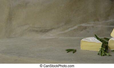 romarin, camembert