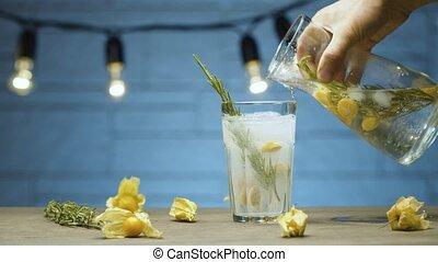 romarin, limonade, verser
