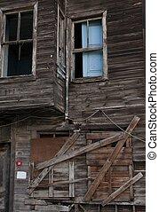 romos, épület