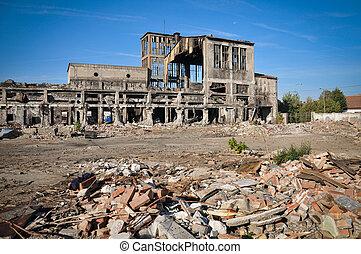 romos, épületek