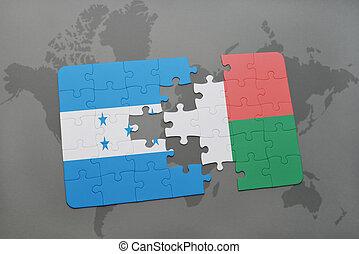 rompecabezas, con, el, bandera nacional, de, honduras, y, madagascar, en, un, mapa del mundo