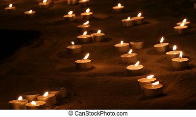 rond, brûlé, beaucoup, dark., sable, bougies, petit, blanc, ...