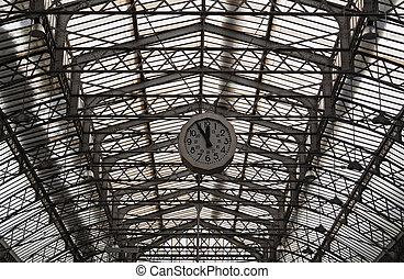 Roof structure of the Paris railway station Gare de l'Est...