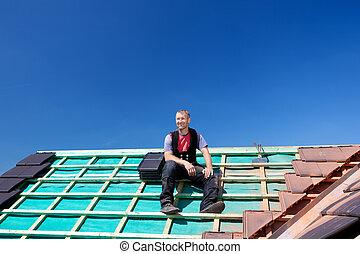 roofer, rimanendo, cima, di, uno, tetto