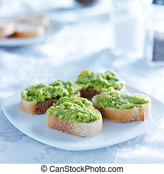 roosteren, crustini, propageren, avocado