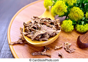 Root dry of Rhodiola rosea in spoon on tray - Spoon with dry...