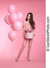 rosa, adolescente, stile, brunetta, amore, sguardo, mazzolino, rosa, isolato, scatola, fondo., moda, studio, model., presa a terra, ragazza, fiori, palloni, cappello, attraente