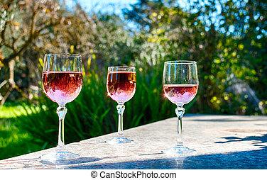 rosa, aufgehalten, gärtnern tisch, brille, wein