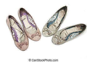 rosa, blu, paia, vecchio, scarpe, due, consumato