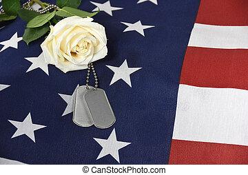 rosa branca, com, militar, cão, etiquetas