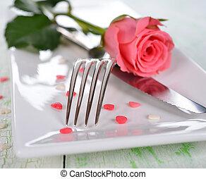 rosa, cubiertos