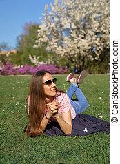 rosa, il portare, affari donna, riuscito, ciliegia, fioritura, parco, albero, t-shirt, erba, tempo libero, libero, godere, dire bugie, sakura
