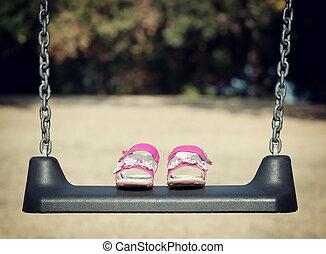 rosa, sandali, su, altalena
