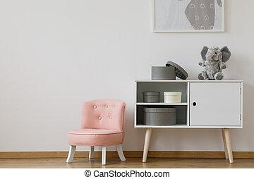 rosa, silla, al lado de, blanco, estante
