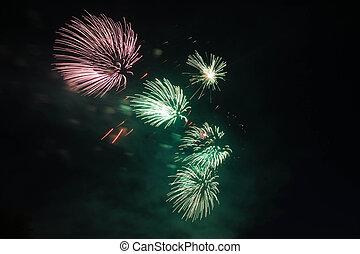 rosa, und, grün, feuerwerk, in, der, himmelsgewölbe