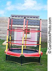 rosa, vacker, hus, in, a, lekplatsen, trampolin, med, säkerhet netto