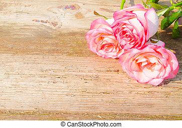 rosafarbene rosen, auf, hölzern, hintergrund
