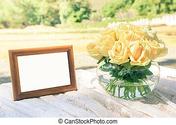 rosas amarelas, em, frasco vidro, com, casório, armação quadro