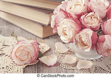 rosas cor-de-rosa, livros, antigas