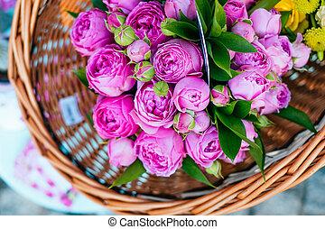 rosas, ramos, en, mercado de flor