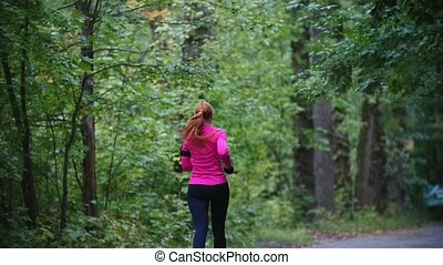 rose, automne, formation, femme, coureur, pluie, parc, jeune, exercisme, complet, courant, lent, dehors, vue, mouvement, arrière