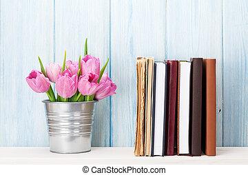 rose, bouquet, tulipe, livres, fleurs fraîches