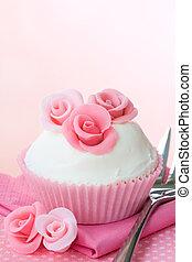 Rose cupcake - Cupcake decorated with pink sugar roses