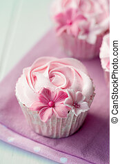 Rose cupcakes - Cupcakes decorated with buttercream roses