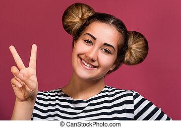 rose, image, coiffure, rigolote, sur, isolé, jeune, hipster, victoire, fond, girl, signe, geste