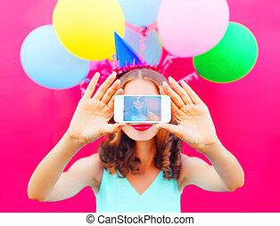 rose, image, femme, coloré, prendre, casquette, anniversaire, air, téléphone, smartphone, fond, ballons, exposer