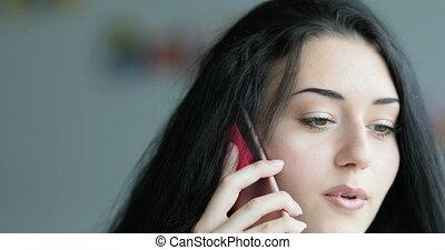 rose, indépendant, femme, smartphone, parler