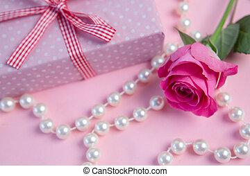 rose kwam op, touwtje, cadeau, parels