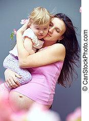 rose, mignon, pregnant, mère, mains, dorlotez fille, fleurs, aimer