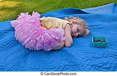rose, myrtilles, vieux, couverture, 3, année, girl, tutu, mensonge