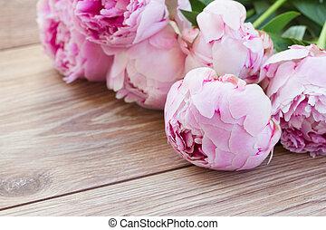 rose, pivoines
