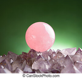 Rose quartz - Sphere of rose quartz natural crystal on...